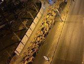 فيديو.. 3 آلاف جمل يسيرون فى شوارع طرابلس والمرور ينظم حركة السير.. إعرف القصة