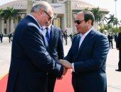 الرئيس السيسي يودع نظيره البيلاروسى بمطار القاهرة