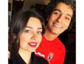 محمد محسن بتيشيرت الأهلى مع زوجته هبة مجدى فى ليلة السوبر المصرى.. صور