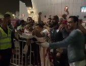 شيكابالا يلبى طلب جماهير الزمالك قبل مغادرة حافلة الفريق.. فيديو