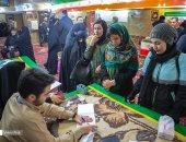 إيران تنتخب برلمانها وسط مخاوف من إرباك كورونا طابور الصناديق.. صور