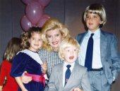 بصور من طفولتهما.. ايفانكا ترامب ودونالد جونيور يحتفلان بعيد ميلاد والدتهما