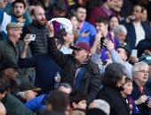 برشلونة ضد إيبار.. جماهير البارسا تهاجم رئيس النادى بالمناديل البيضاء.. فيديو