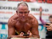 عجوز يحطم الرقم القياسى لتمرين الـ plank ويدخل موسوعة جينيس بـ 8 ساعات