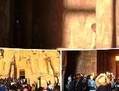 فيديو وصور.. الشمس ترسم لوحة ذهبية على وجه رمسيس.. 5 آلاف سائح يشاهدون ظاهرة التعامد فى معبد أبو سمبل.. مسن هندى يصل على كرسى متحرك.. و64 كاميرا مراقبة وبوابات إلكترونية لتنظيم الدخول