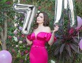 نسرين طافش تحتفل بوصولها إلى 7 مليون متابع على إنستجرام بفستان مثير