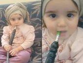 النيابة السعودية توجه تهمة الإهمال لأم صورت طفلتها أثناء تدخينها للشيشة
