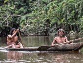 قبيلة فى غابات الأمازون يعيش أفرادها عرايا ويصطادون بالرماح.. صور