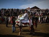 المسلمون فى بلغاريا يمارسون طقوس خاصة فى حفل ختان جماعى