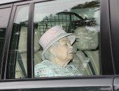 راحت عليها نومه..الملكة إليزابيث تغفو فى السيارة خلال توجهها لقداس الأحد