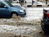 سقوط أمطار شديدة وارتفاع منسوب المياه فى شوارع مدينة نصر.. فيديو