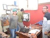 طلاب التكنولوجيا والتعليم يواصلون صيانة 3000 جهاز تكييف بجامعة سوهاج