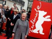 هيلاري كلينتون على السجادة الحمراء لفيلم Hillary بمهرجان برلين السينمائي