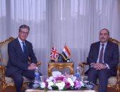 وزير الطيران يستقبل سفير بريطانيا بالقاهرة لبحث سبل تعزيز التعاون بين الدولتين