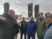مساعد نائب وزير الإسكان يتفقد أبراج العلمين الجديدة وعددا من المشروعات السكنية