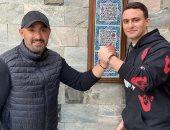 أحمد السقا وابنه ياسين بعد الاعتذار للشاب الأسيوى: هى دى أخلاق الشعب المصرى