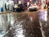 سيبها علينا.. أهالى شبين القناطر يشتكون من تراكم مياه الأمطار بالشوارع