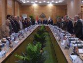 مجلس جامعة بنها يبدأ جلسته بالوقوف حدادا على وفاة محمد حسنى مبارك.. صور