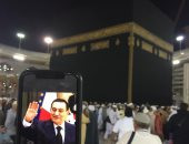 """""""عمرو"""" يؤدى عمرة عن الرئيس الأسبق مبارك وقت صلاة الجنازة عليه"""