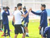 مصطفى محمد يحتفل بتأهل الزمالك للنهائى وشيكابالا يداعبه بمكافأة ساسى