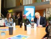 """لقاء رئيس الوزراء البريطانى وأعضاء جمعية  تدعم """"من ينامون فى شوارع لندن"""""""