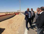 صور.. محافظ الوادى الجديد يتفقد أعمال تطوير طريق ومدخل مطار الخارجة الجوى
