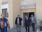 محافظ المنيا يتفقد المشروع القومي لإسكان الشباب ويستمع لمطالب المواطنين