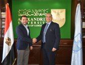 جامعة الإسكندرية تستضيف مؤسس أول سوق إلكترونية مصرية لتنمية مهارات الطلاب