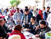 اتحاد طلاب آداب الإسكندرية يطلق حملة تبرع بالدم.. صور