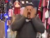 """عراقى """"يلطم"""" على وجهه بسبب فتح الحدود أمام مصابى كورونا فى إيران.. فيديو"""