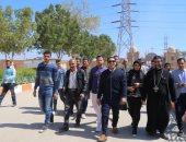 نائب محافظ قنا يتابع أعمال مبادرة شبابية خاصة بالنظافة والتجميل.. صور