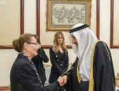 الأمير منصور بن متعب يقدم العزاء لسوزان مبارك بمسجد المشير