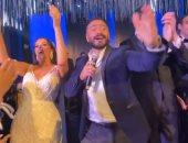 ابنة مدحت شلبى ترقص على أغانى تامر حسنى خلال حفل زفافها .. فيديو