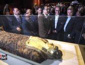 رئيس الوزراء يفتتح متحف الغردقة للزوار ويجري حواراً مع بعض السائحين.. صور