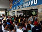 إقبال على الصيدليات لشراء الكمامات بالإكوادور خوفا من كورونا