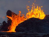 ثوران بركان جبل ميرابى فى إندونيسيا بارتفاع 6 كيلومترات