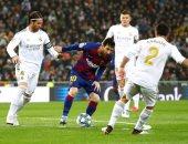 الريال ضد برشلونة.. فرصة خطيرة للبارسا ومشادة بين كارفخال وألبا بعد 30 دقيقة