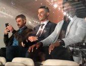 """الريال ضد برشلونة.. كريستيانو رونالدو يظهر في مدرجات بيرنابيو """"فيديو"""""""