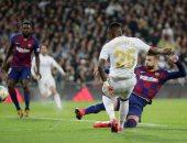 ريال مدريد يقهر برشلونة بثنائية ويتصدر الدوري الاسباني.. فيديو