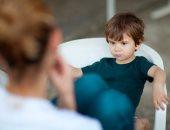 """5 عبارات طفلك محتاج يسمعها لبناء ثقته بنفسه.. """"أنا فاهمة شعورك"""" أبرزها"""