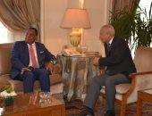 أبو الغيط يلتقي وزير خارجية الكونغو.. والأزمة الليبية على طاولة المباحثات