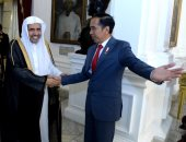 الرئيس الإندونيسي يستقبل أمين عام رابطة العالم الاسلامى ويشيد بالجهود الدولية للرابطة (صور)