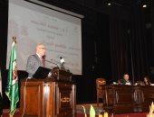 وزير الإسكان يستعرض المخطط الاستراتيجى القومى للتنمية العمرانية بمصر 2052