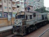 صور وابعت.. قارئ يرصد صعود ركاب على سطح قطار أبو قير بالإسكندرية