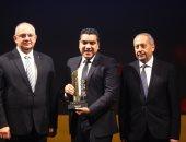 احتفالية bT100 تمنح سامسونج الكترونيكس جائزة..ويتسلمها أحمد جعفر