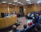 صور.. محافظ المنيا يستمع لـ 46 شكوى ويوجه التنفيذيين بحلها