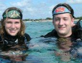 """""""المهنة تحكم"""" غواص يطلب الزواج من صديقته فى رحلة تحت الماء.. اعرف التفاصيل"""