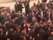 """فيديو.. شجار بالأيدى فى البرلمان التركى بسبب مشروع قانون """"حراس الليل"""""""