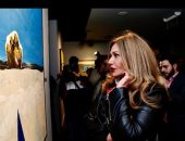 """""""دايماً بتبهرنا.. بيبقى فيه جديد"""".. هكذا وصفت ليلى علوى معرض الفنان فاروق حسنى"""
