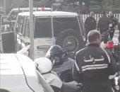 فيديو.. تأمين مكثف لبعثة الزمالك في الطريق إلي ملعب رادس
